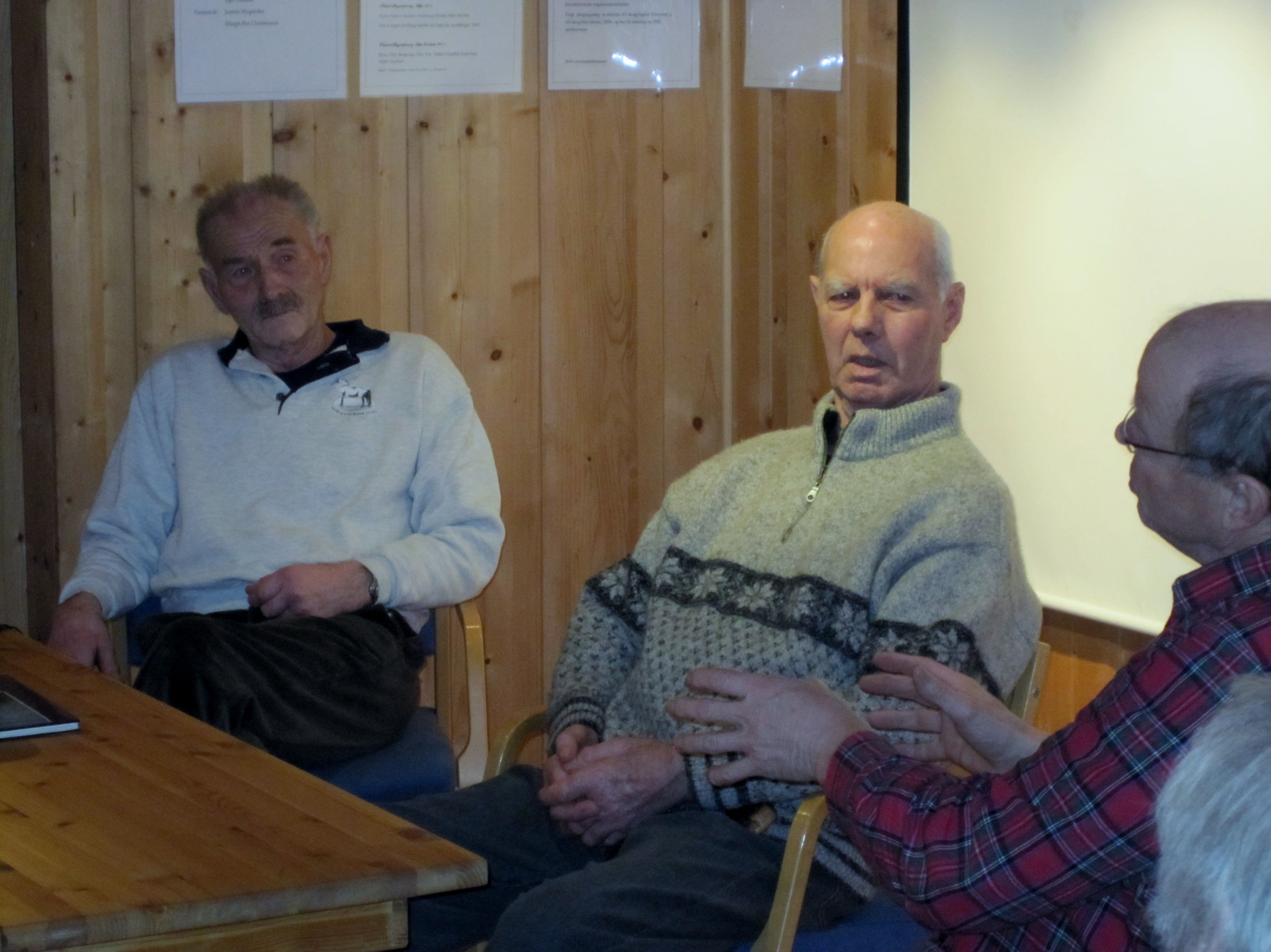 Øystein snakkar med Jon og Olav